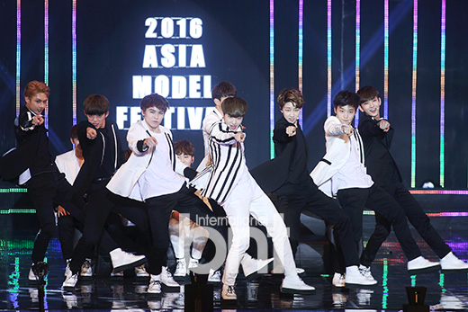 [PRESS] 160522 Seventeen won the Popularity Award at 2016 Asia Model Festival. Congrats! @pledis_17 #세븐틴 #SEVENTEEN (1)