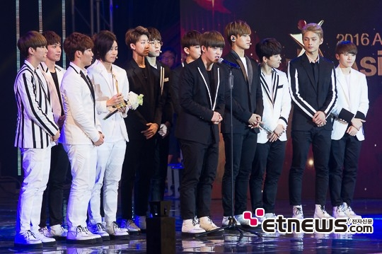 [PRESS] 160522 Seventeen won the Popularity Award at 2016 Asia Model Festival. Congrats! @pledis_17 #세븐틴 #SEVENTEEN (28)