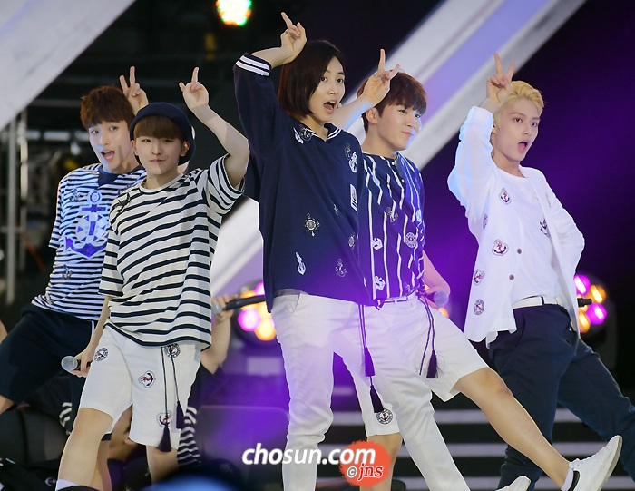 [PRESS] 160603 SEVENTEEN at 2016 Dream Concert (Red Carpet + Stage Photos) #세븐틴 #SEVENTEEN (1)