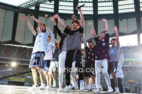 [PRESS] 160603 SEVENTEEN at 2016 Dream Concert (Red Carpet + Stage Photos) #세븐틴 #SEVENTEEN (21)