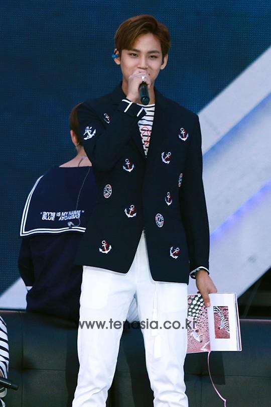 [PRESS] 160603 SEVENTEEN at 2016 Dream Concert (Red Carpet + Stage Photos) #세븐틴 #SEVENTEEN (29)
